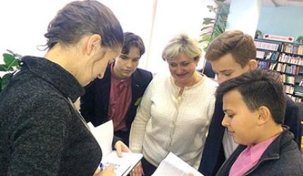 Зустріч з Марією Карп'юк у районній бібліотеці ім. П. Усенка
