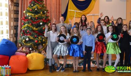 З Новим роком та Різдвом Христовим від НВК №30 «ЕКОНАД»