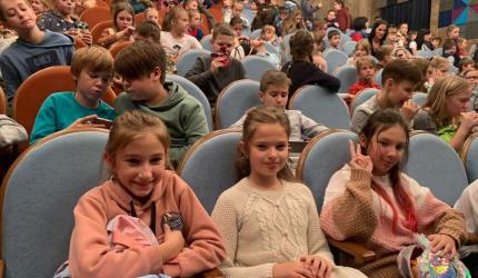 Юні театрали! Учні 5-А класу відвідавши спектакль «Чарівна Пеппі»