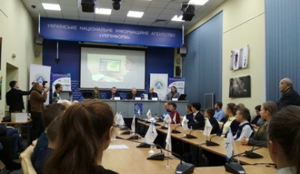 Знання здобуваєм досліджуючи. Учні НВК №30 «ЕКОНАД» взяли участь у прес-конференції на тему: «Єврокомісія надала Україні, одній з перших країн не членів ЄС, статус Академії Copernicus»