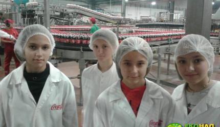 Учні 6-В класу здійснили екскурсію на завод, де виготовляють напій Coca-Cola